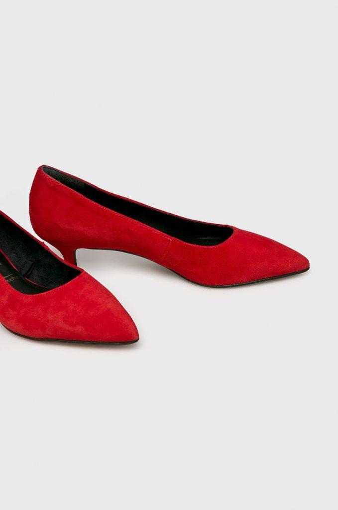 Pantofi rosii - toc jos